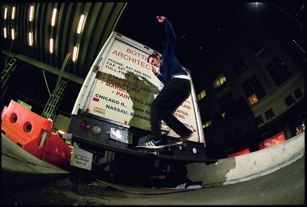 Barrier wallie to frontside nosegrind. (*click to enlarge)