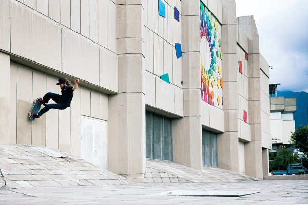 willy_akers_frontside_wallride_quito