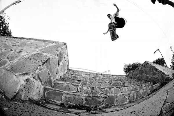 willy_akers_ollie_into_bank