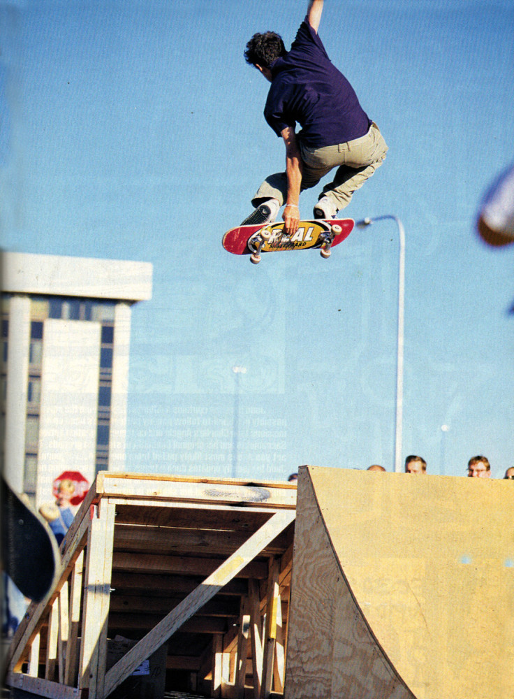 Gonz, front Stale 180 from a Hook-Ups tour article (Photo: Atiba). TWS March 1998, Vol.16, No.3.