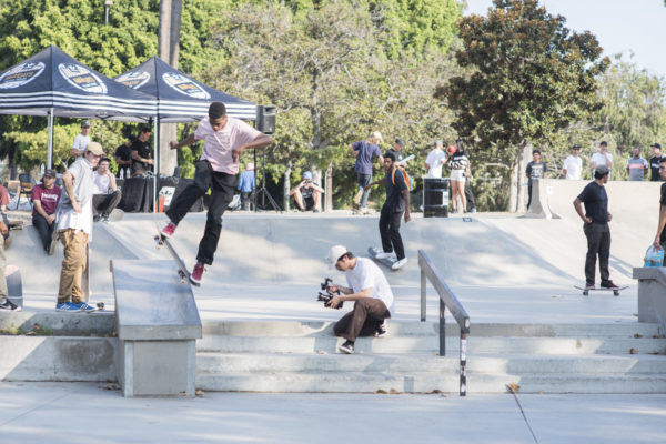 Quick hit on the smaller hubba, Tyshawn noseblunt slides it for the fans.