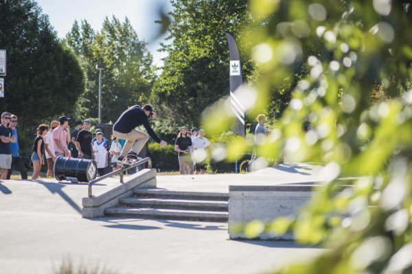 Against the grain, Jake Donnelly goes up with a crooks.