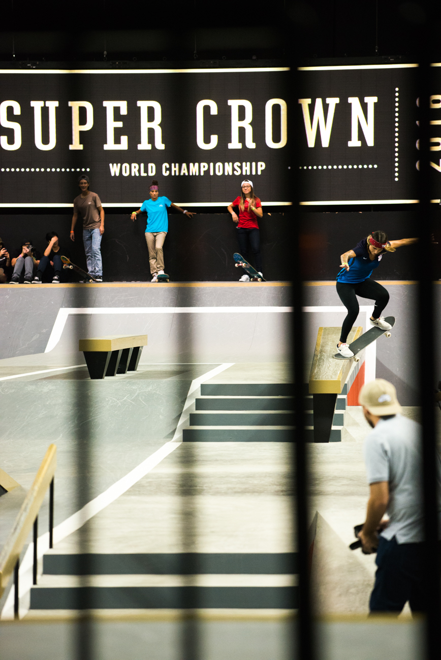 Leticia Bufoni, crooked grind.